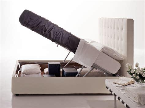 polsterbett mit hohem kopfteil polsterbett mit beh 228 lter und hohem kopfteil f 252 r hotel
