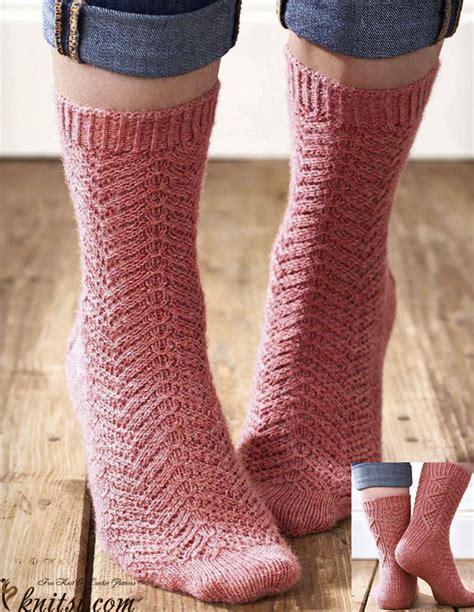 hosiery knitting cabled socks knitting pattern