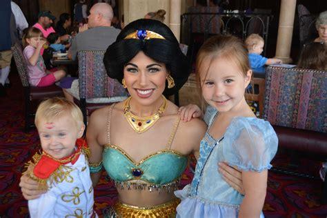 Crt Disney Karakter six reasons breakfast at cinderella s royal table is worth it