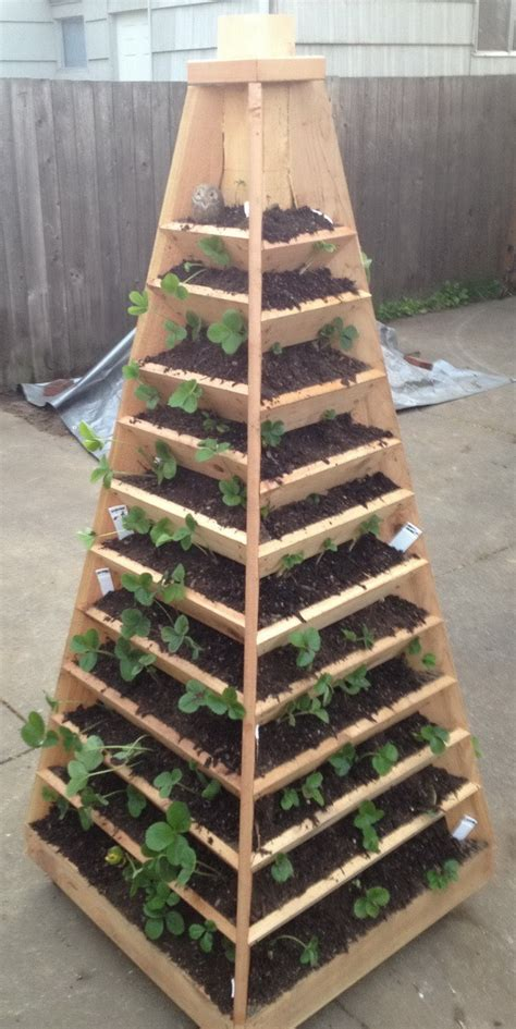 Diy Flower Tower Planter by Pdf Cedar Pyramid Planter Plans Plans Free