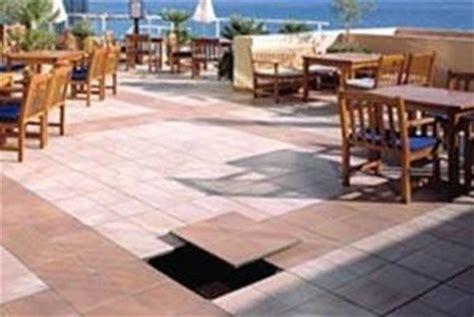 piastrelle per terrazze esterne come scegliere i pavimenti per terrazze esterne