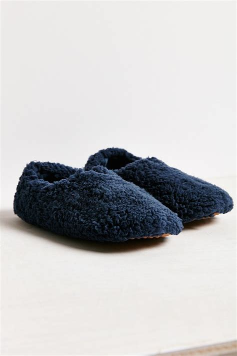 slippers outfitters outfitters uo fluffy slipper in blue navy lyst