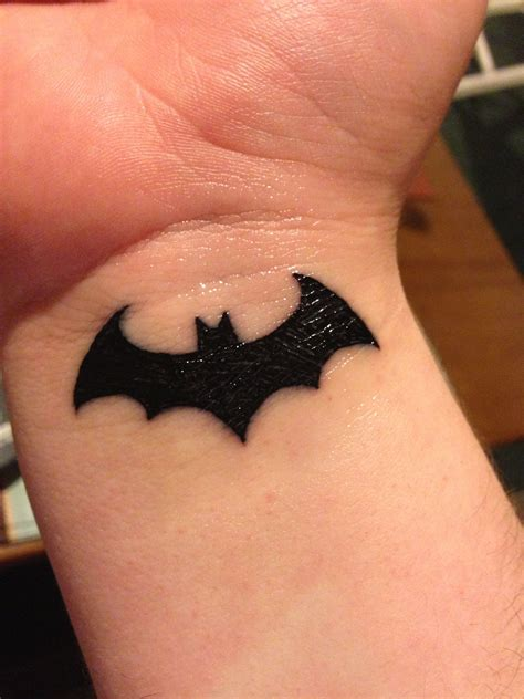 batman tattoo on wrist batman wrist beautiful tattoos tattoos