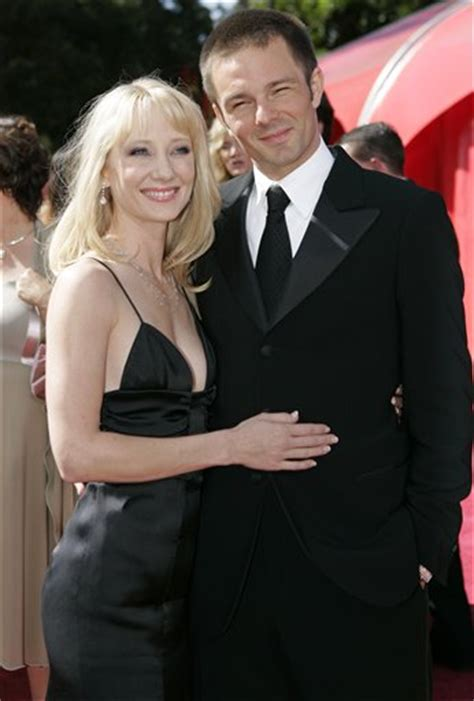 Coley Laffoon Files For Divorce From Heche by Heche Pays The Price In Divorce Settlement Cbs News