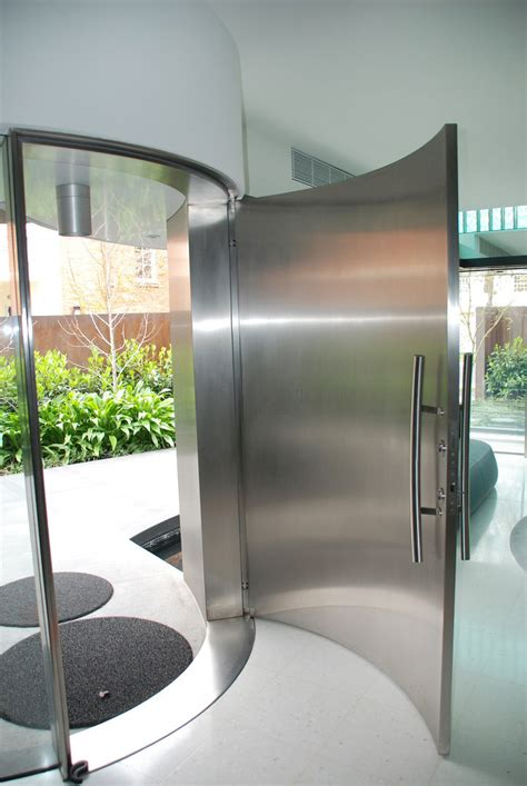 Curved Glass Doors Curved Door Curved And Stacking Louvered Glass Doors Surround Room In Voila House