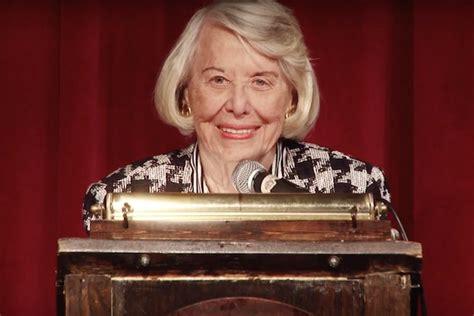 Sunday Gossip Smith by Legendary Gossip Columnist Liz Smith Dies At 94