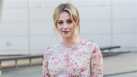 lili reinhart lifestyle why lili reinhart does her own makeup on riverdale