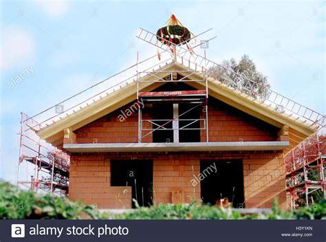 haus bauen in deutschland deutschland m 228 nner bei der arbeit shell lehm ziegel