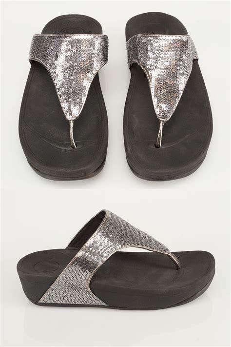 country comfort chords czarne sandały ozdobione srebrnymi cekinami eee fit