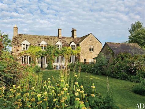 Small Farmhouse Designs amanda brooks invites us inside her dreamy english country
