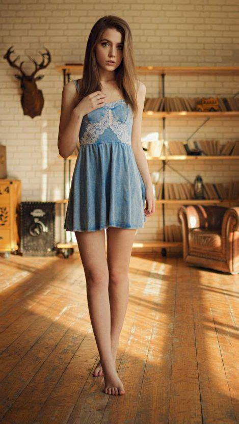 ksenia kokoreva beautiful legs brunette iphone wallpaper