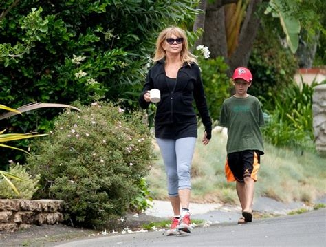 goldie hawn house goldie hawn photos photos goldie hawn dances outside her house zimbio