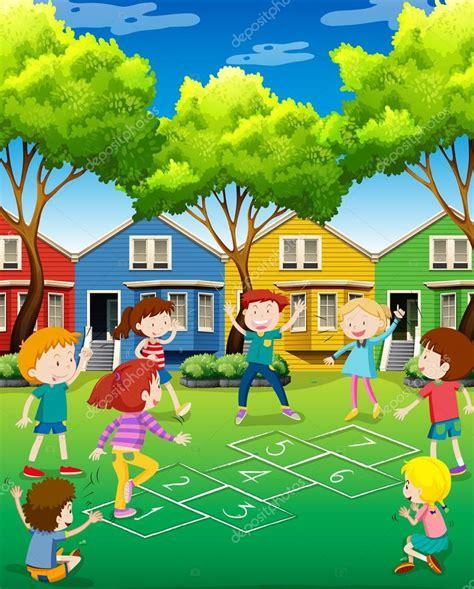 imagenes de niños jugando la rayuela ni 241 os jugando rayuela en el patio archivo im 225 genes