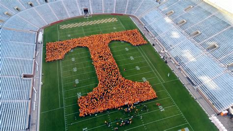 Tennessee Records Largest Human Letter Of Tennessee Breaks Guinness World Record