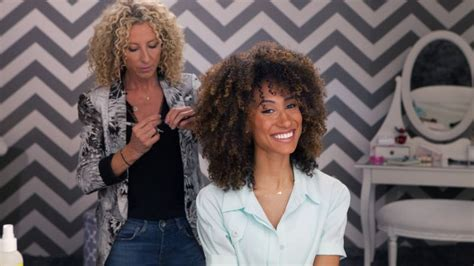 lorraine massey haircut watch 3 steps to the perfect curly cut teen vogue