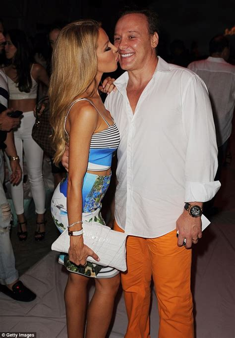 how tall is lisa hochstein pregnant lisa hochstein reveals she s expecting a baby via