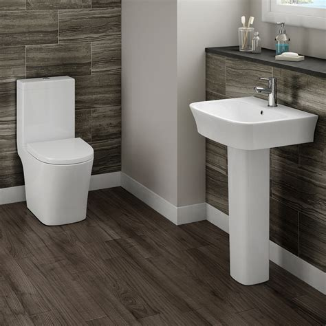 Modern Bathroom Toilet Modern Toilet With Soft Closing Seat Plumbing Co Uk