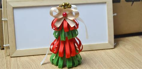 tutorial on making a red and green christmas tree out of