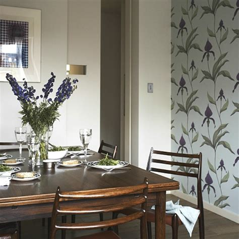 Retro dining room with feature wallpaper   Decorating