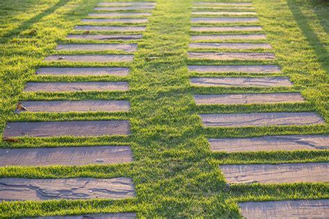 pavimenti per giardini servizi complementari per giardini in olbia costa