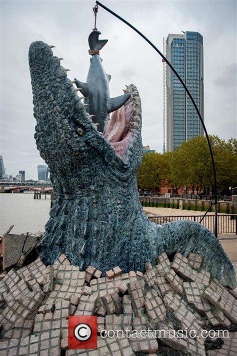 River Thames Jurassic World   mosasaurus jurassic world s mosasaurus eats a great