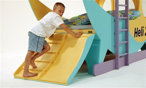 kinderbett unten schlafen oben spielen hubschrauber hochbett kinderm 246 bel selbst de