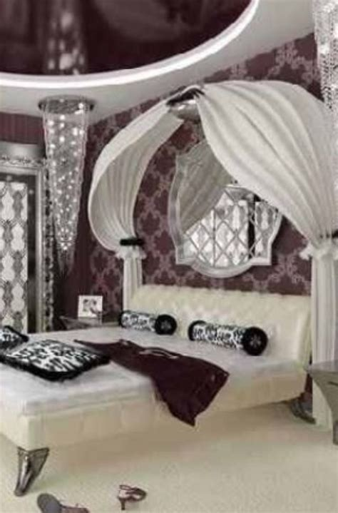 luxury bedroom with mirror ceiling for the home