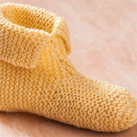 easy knitted slippers free pattern 25 best ideas about knitted slippers on knit