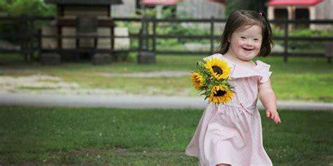 imagenes niños sindrome down jugando alegre serie de fotos muestra a ni 241 os con s 237 ndrome de down