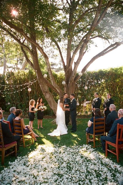 Backyard Wedding Lawn 25 Best Ideas About Small Backyard Weddings On