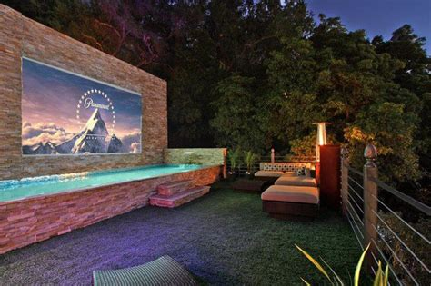Proyektor Outdoor beverly crest outdoor projector beverly contemporary patio los angeles by united