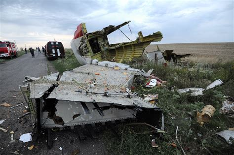 malaysia airlines flight 17 shot down in ukraine how did malaysia airlines mh17 photos pictures show plane shot