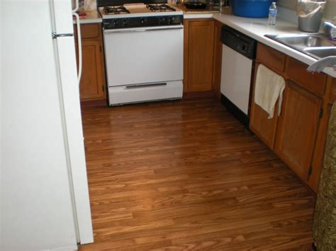 Vinyl Floor Wood Grain Pattern by This Is A Vinyl Floor With A Wood Grain Pattern Let Us