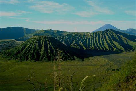 gunung bromo mempunyai ketinggian 2 392 meter di atas permukaan laut tempat wisata foto