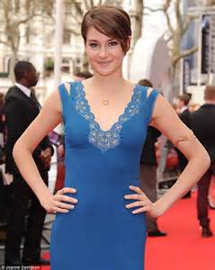 shailene woodley stuns in an erudite blue backless gown to