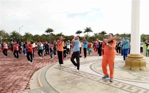 Kaos Gunung Ciremai Orange L pemkab lamandau kembali memasyarakatkan senam