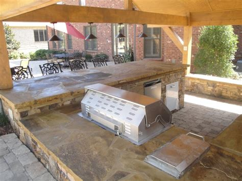 Outside Bar And Grill Outdoor Kitchen Bar And Grill Traditional Patio