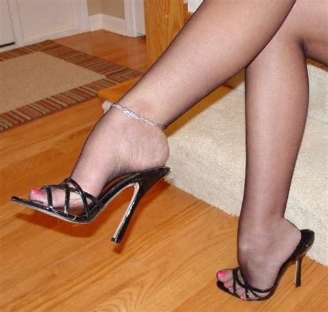 stockings und high heels male who loves nylon footjobs and high heel shoejo