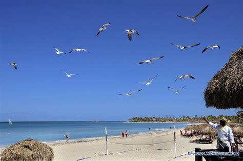 cadenas hoteleras españolas de playa especial cadenas hoteleras espa 241 olas apuestan por