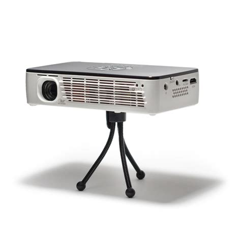 best battery powered mini mobile projector aaxa technologies announces p700 a 650 lumen battery