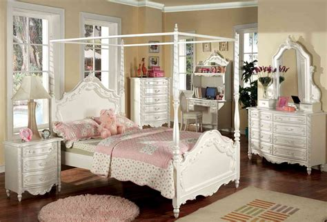 unique bedroom  luxurious beds canopy natural home design