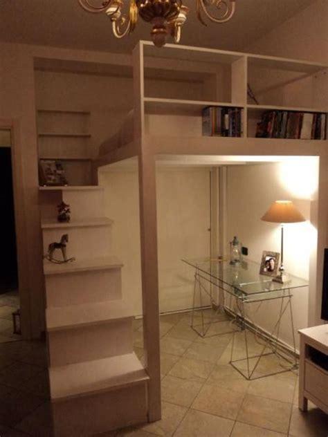 soppalco libreria foto lletto a soppalco con libreria nella scala e mobile