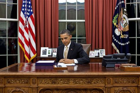 obama at desk justaphoto in the peoples office random thots
