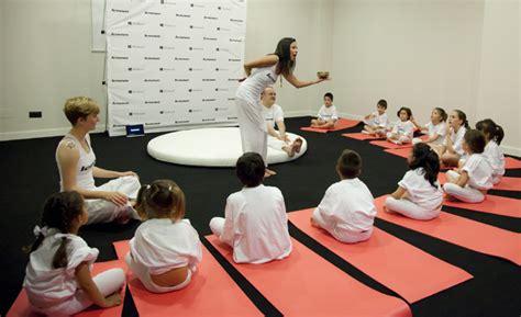 imagenes de niños haciendo yoga yoga para ni 241 os con necesidades especiales