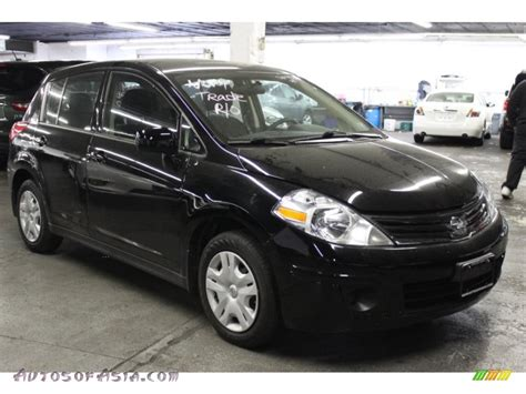 nissan versa black 2011 nissan versa 1 8 s hatchback in black photo 11