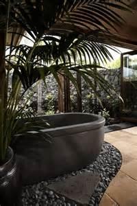 salle de bain tropical knudson interiors architecture