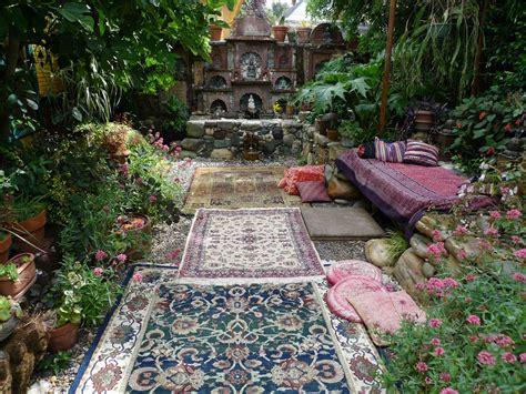Garden Accessories In Chandigarh Jeffrey Bale S World Of Gardens Building A Pebble Mosaic