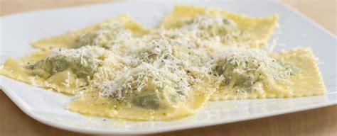 ricetta ravioli ricotta e spinaci fatti in casa come cucinare i ravioli ricotta e spinaci sale pepe