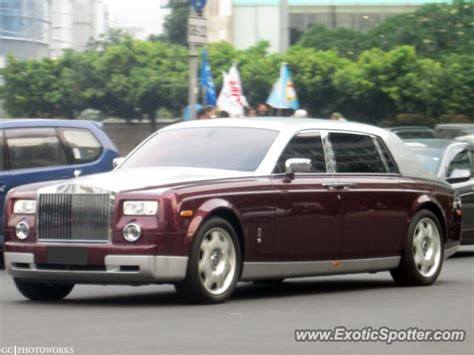 roll royce indonesia rolls royce phantom spotted in jakarta indonesia on 06 16