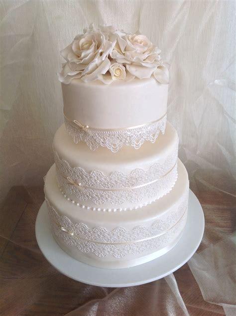 wedding cake  edible lace  sugar roses wwwdesigner cakescouk wedding cakes
